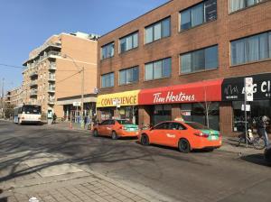 カナダで有名なドーナツチェーン店 Tim Hortons