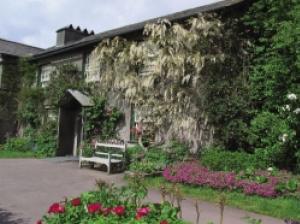 ビアトリクス・ポター生誕150周年〜ピーターラビットシリーズゆかりの美しい街と湖