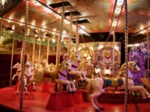 実際に遊べる博物館! 大人も童心に返るパリ「縁日博物館」