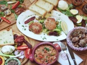 地中海のマルタからこんにちは。  マルタの食べ物ってこんな感じです!