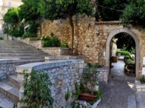 タオルミーナの奥深い歴史と文化を紹介