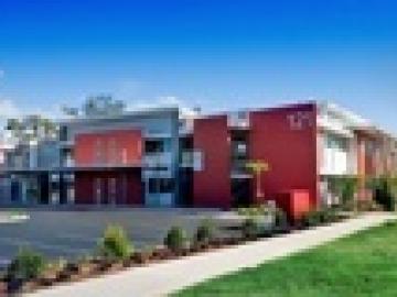 ウィットサンデーズ・カレッジ・オブ・イングリッシュ SACEグレートバリアリーフ・ウィットサンデーズ校